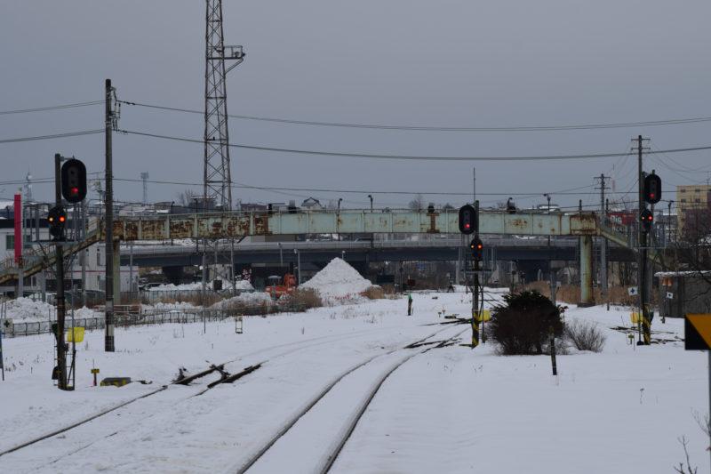 釧路駅を出発してすぐにある陸橋