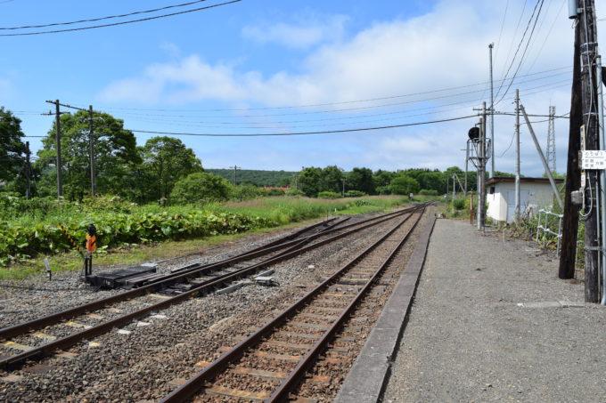 直別駅ホームからの線路