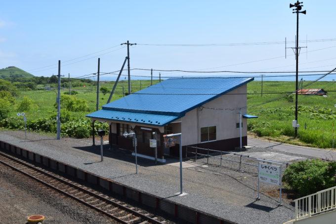跨線橋上からの尺別駅