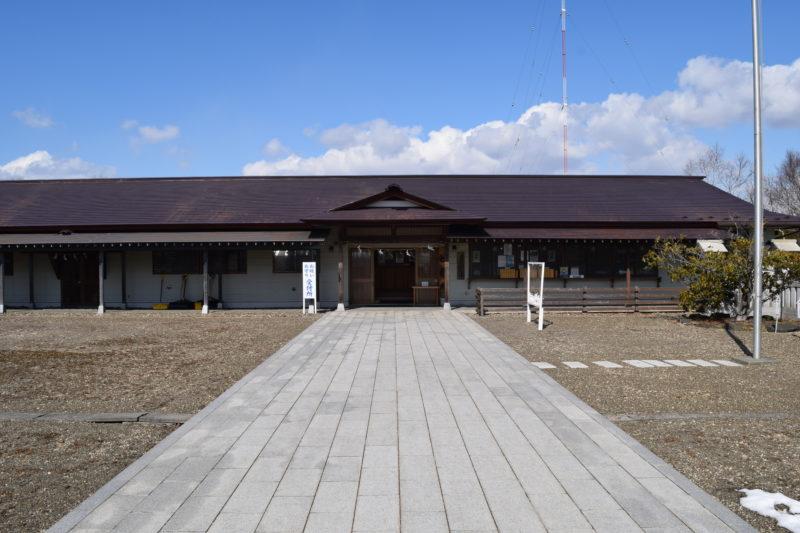 樽前山神社の社務所。お守り・お祓い受付所
