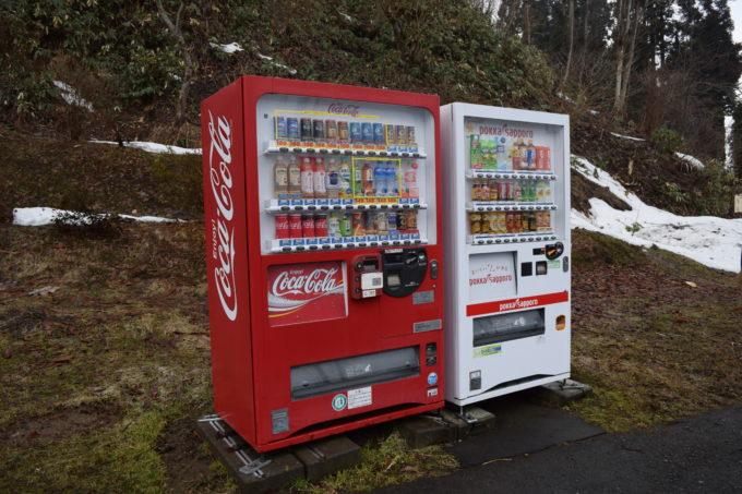 コカコーラとポッカサッポロの自動販売機