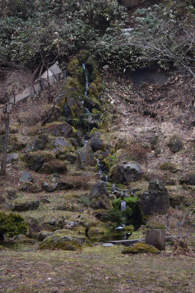 ヤクモ飲料百万庭園の滝