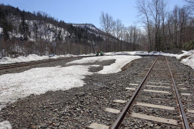 トロッコ列車折り返し地点のカーブした線路