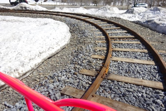 折り返し地点の線路は形状がカーブ