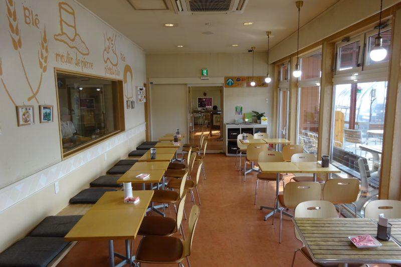 麦音のカフェスペース