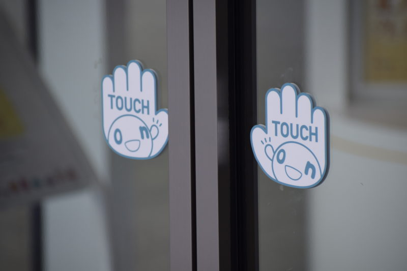 「onちゃん」仕様の自動ドア