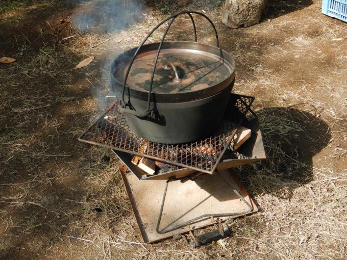 、焚き火とダッチオーブンで焼いた焼き栗