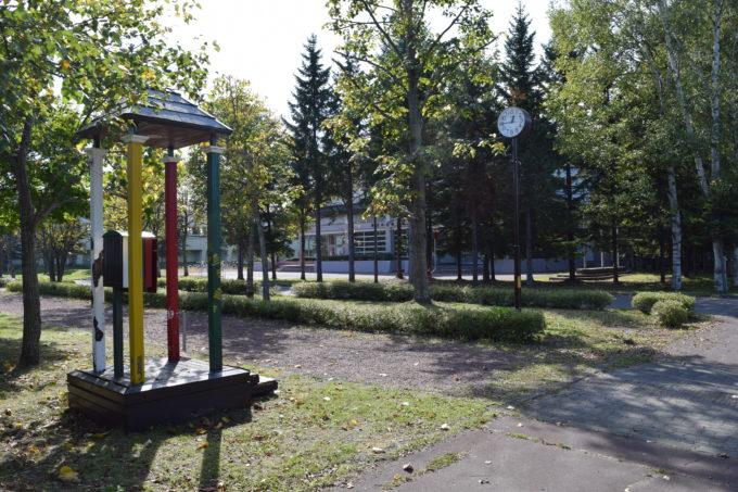 森の電話ボックスと帯広の森体育館
