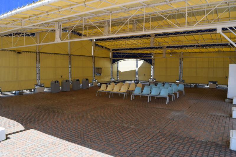札幌三越屋上屋根付きの休憩スペース