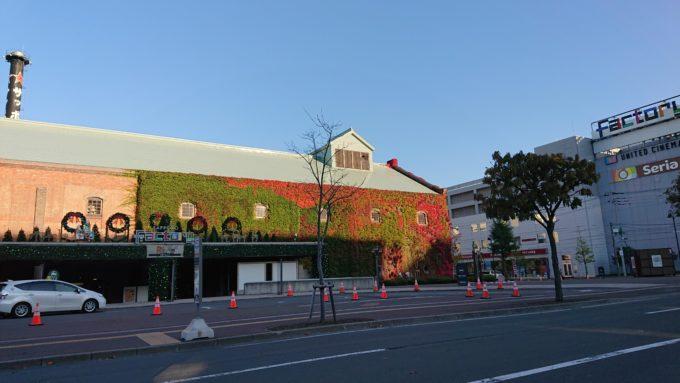 ホテルクラビーサッポロ・サッポロファクトリーホールがあるサッポロファクトリー西館付近からのツタ紅葉