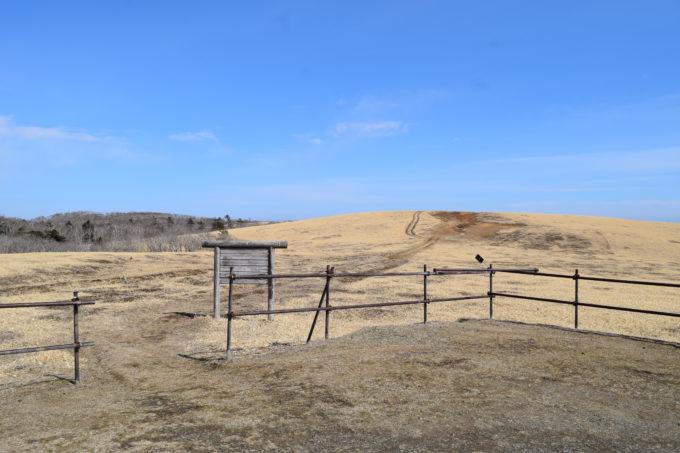 尻羽岬駐車場から尻羽岬までは距離1.5km、徒歩で20分ほど